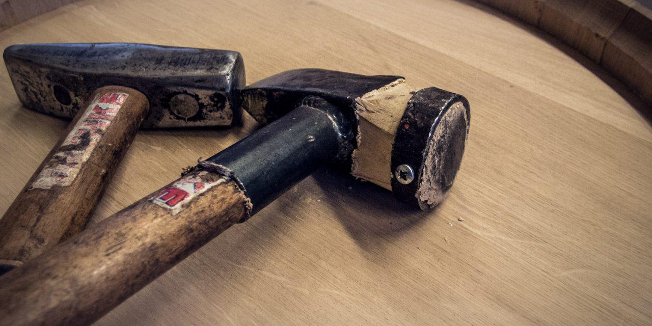 Drevo je jedna veľká  asilná energia. Rozhovor s debnárom Jozefom Fryzelkom o výrobe drevených sudov