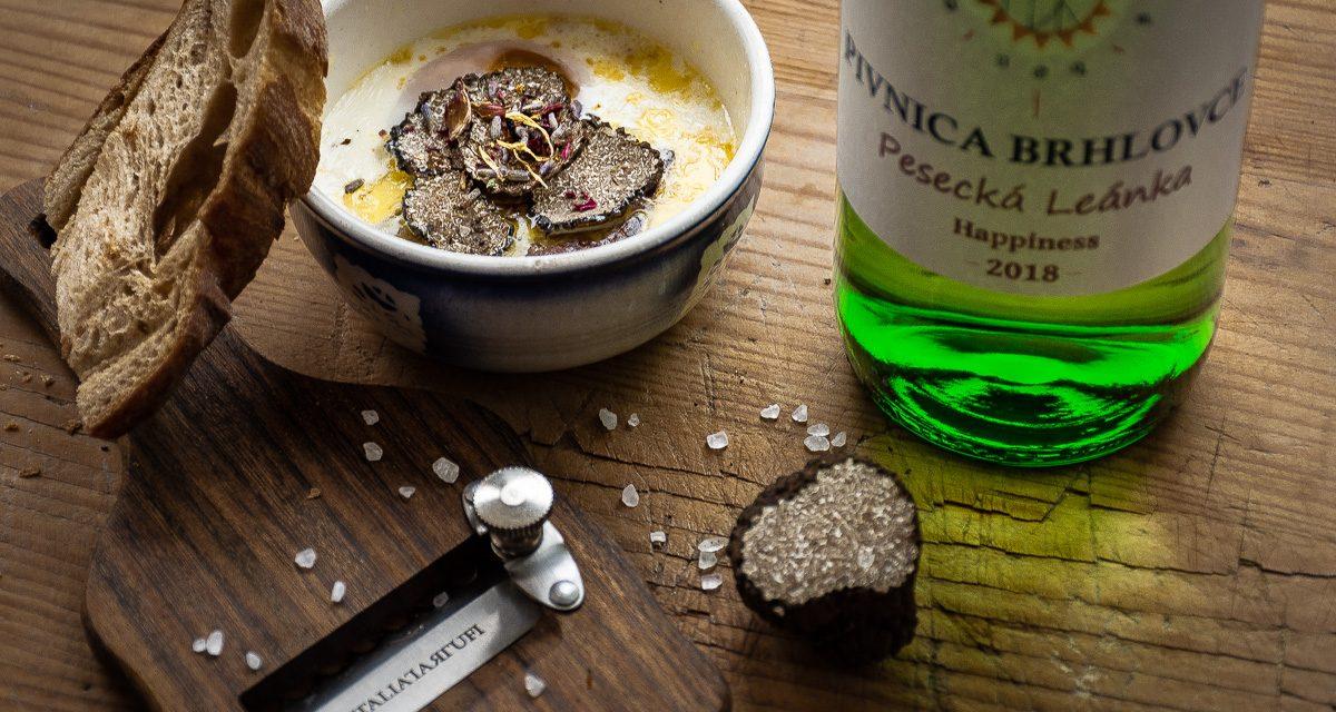 Víno v kuchyni. Varenie s vínom